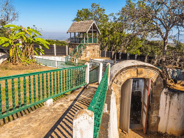 Hradby kráľovského paláca v Ambohimanga