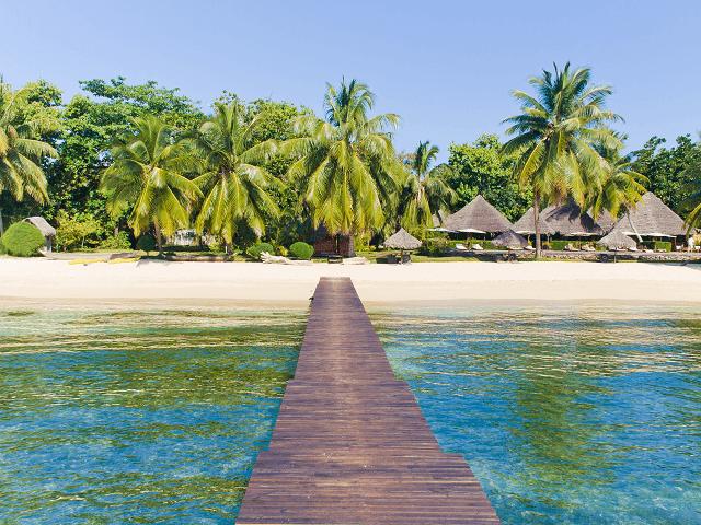 Mólo na pláži ostrova Sainte Marie, Madagaskar